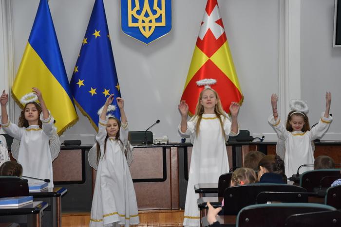 У день Святого Миколая маленькі лучани отримали подарунки від міського голови Миколи Романюка