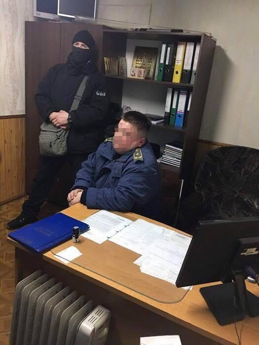 СБУ затримала на хабарі двох волинських митників