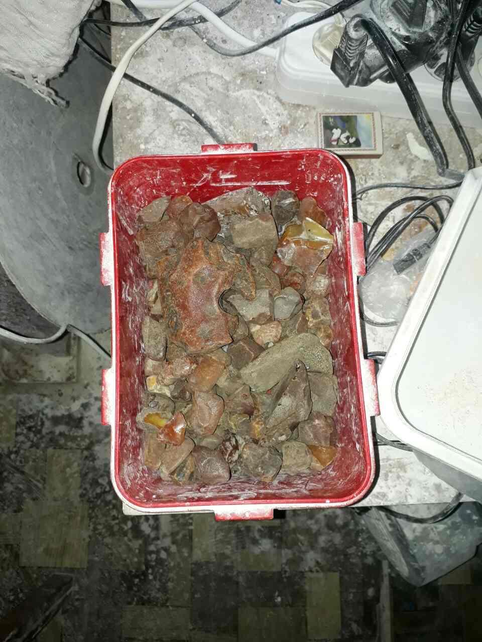 На Волині виявлено підпільні цехи з обробки бурштину (фото)