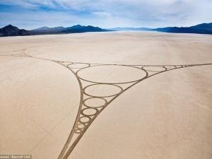 В пустелі Невади художники створили найбільший у світі малюнок