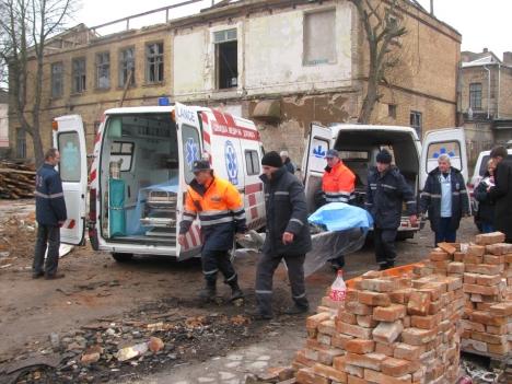 У Луцьку під завалами стіни загинули двоє людей