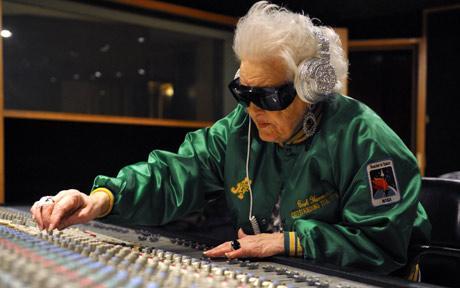 69-річна Руз Флауерс заводить публіку в наймодніших клубах Парижа