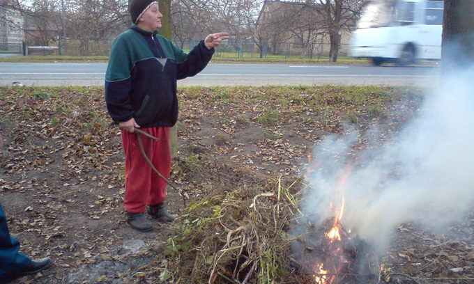 Волинь у диму: громадяни нехтують законом і палять листя