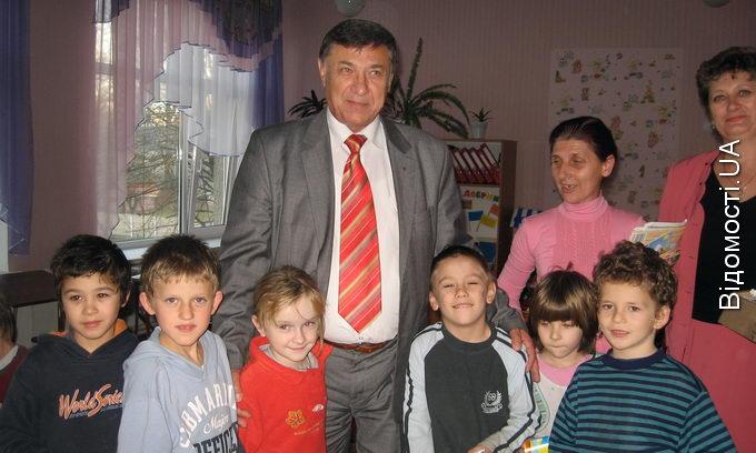 Волинська «Укрпошта» передплатила видання для дітей-сиріт