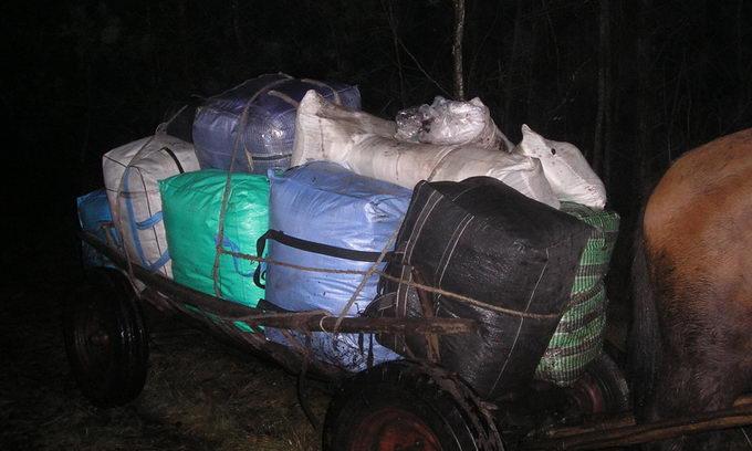 Українсько-білоруський кордон атакували підводи з контрабандним  одягом