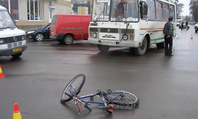 Велосипедист потрапив під колеса автобуса