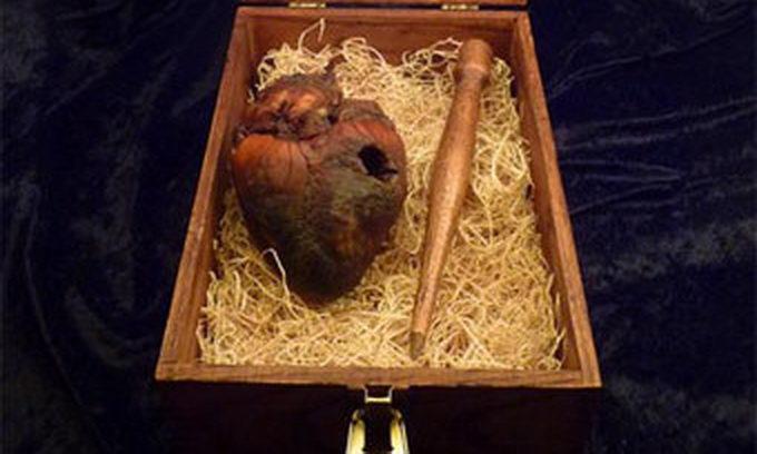 На аукціоні eВay продають серце вампіра