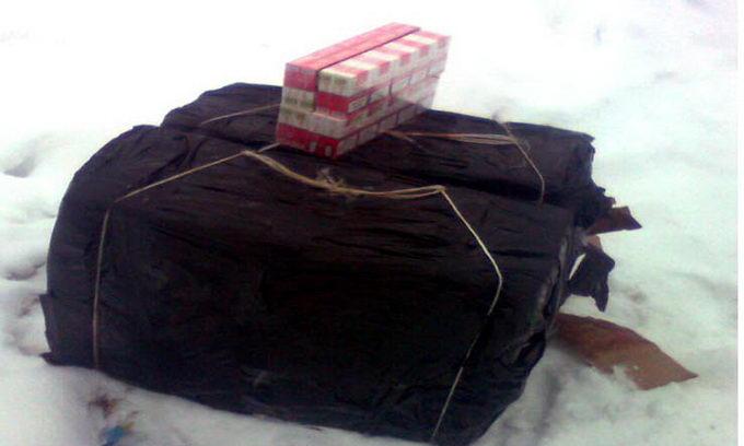 Контрабандні сигарети замерзли у водах Західного Бугу
