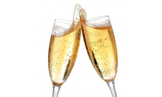 Кращий спосіб правильно наливати шампанське в бокал