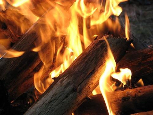 Безпритульні ледь не спалили дві багатоповерхівки у Луцьку