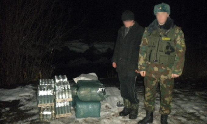 Прикордонники зловили порушника кордону з трикотажем та горілкою