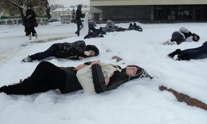 У Луцьку 16 підлітків заснули на снігу