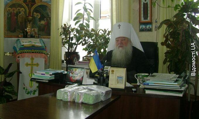 Митрополит Ніфонт передав дітям-сиротам майже 198 тисяч гривень