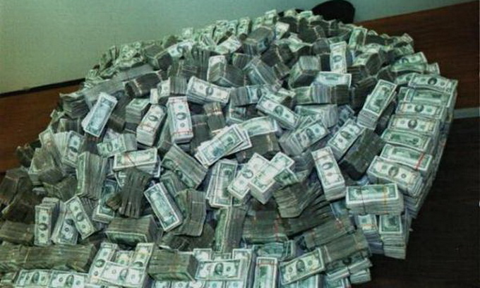 Сантехніки знайшли у стіні мільйон доларів