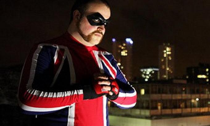 Британський банківський працівник оберігає вулиці свого міста у якості нового Супермена