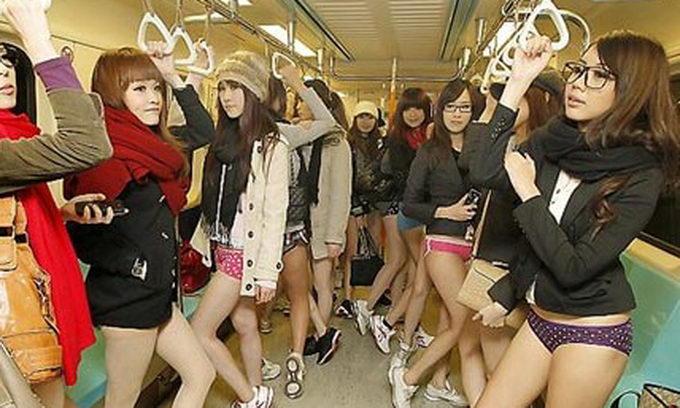 Жительки Тайваню провели флешмоб «У метро без штанів»