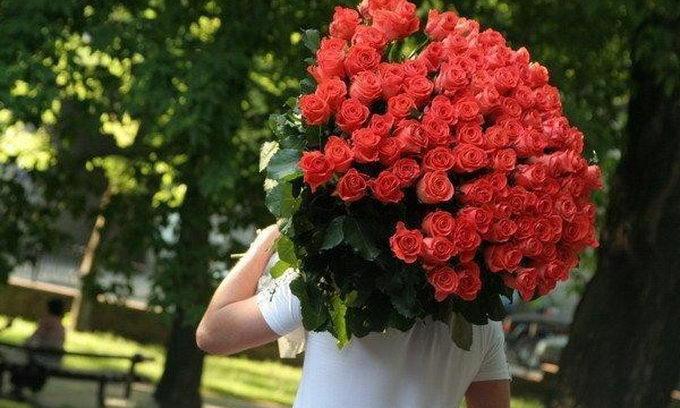 На 8 Березня жінки хочуть квітів і ласки