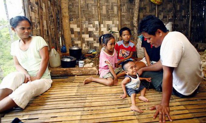 Хлопець із Філіппін хоче потрапити в Книгу рекордів Гіннеса як найменша людина у світі