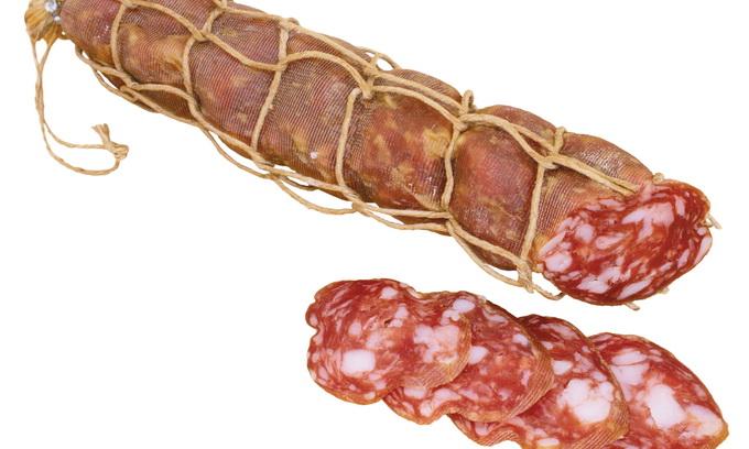 Лабораторні дослідження показали, що сардельки і ковбаса «нестандартні»