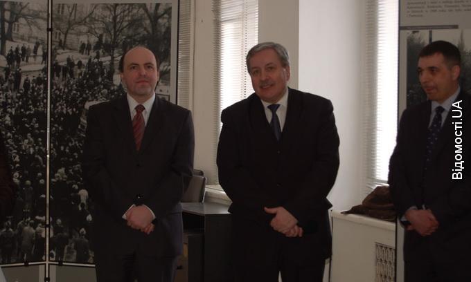 Польський консул у Луцьку презентував виставку про події березня 1968 року