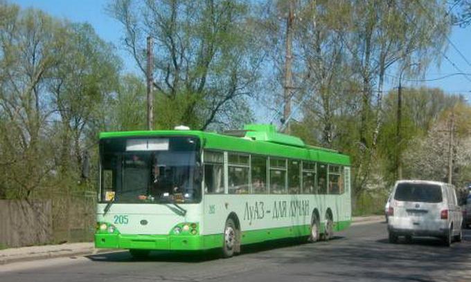 Лучани скаржаться на водіїв тролейбусів
