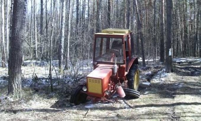Білорус поламав трактор в Україні і втік додому