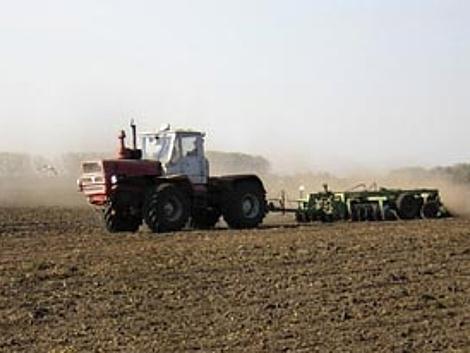 На Волині аграрії підживлюють ґрунти та сіють цукрові буряки