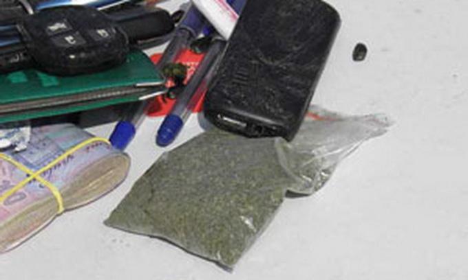 «Рено» з наркотиками застряг у болоті