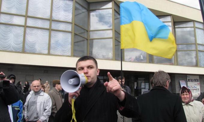 У Луцьку націоналісти закидали комуністів яйцями