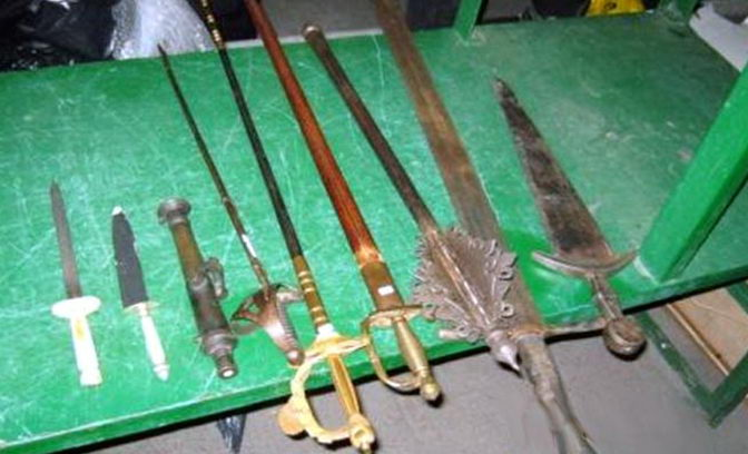 З Амстердама в Україну намагалися ввезти старовинну зброю