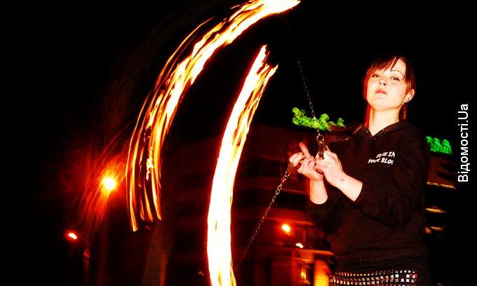 Лучанка навчилася приборкувати вогонь