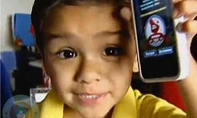 2-річний малий вивчив історію і географію по iPhone