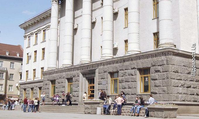 Випускників волинських вишів змусять повернути кошти за навчання