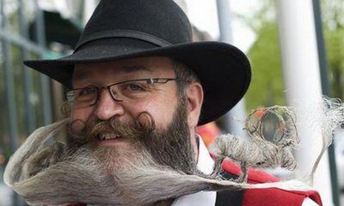 Німець склав зі своєї бороди лося і прапор Норвегії
