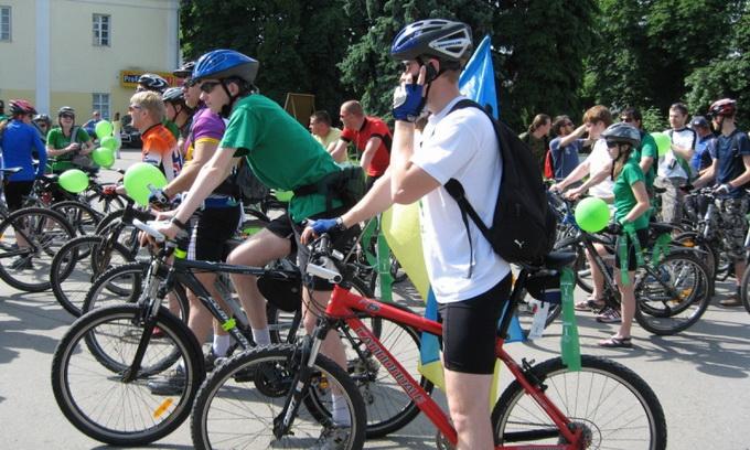 Луцькі велосипедисти влаштовують парад