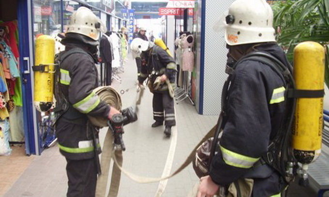 На Завокзальному ринку Луцька не може проїхати пожежна машина