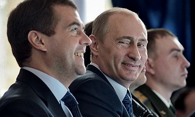 Президент і прем'єр Росії рекламували нову колекцію одягу