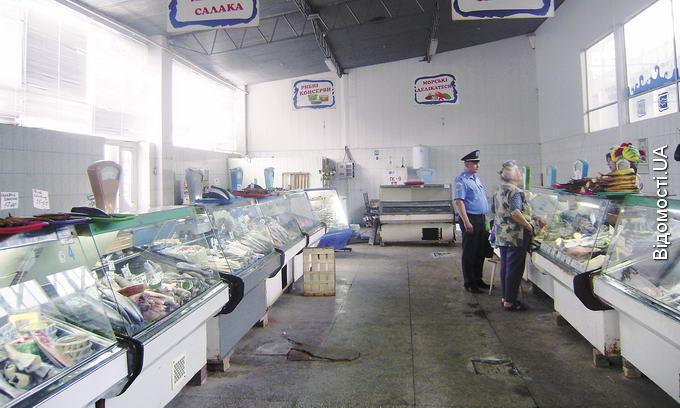 Продавці риби на Старому ринку втікають від ветеринарних інспекторів