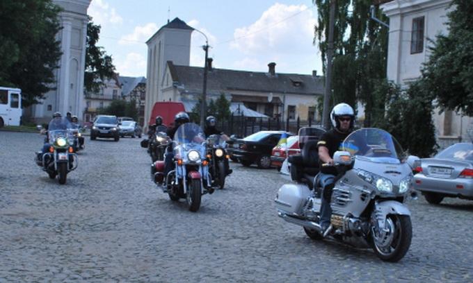 Василь Вірастюк з байкерами в Луцьку агітував за дисципліну на дорогах