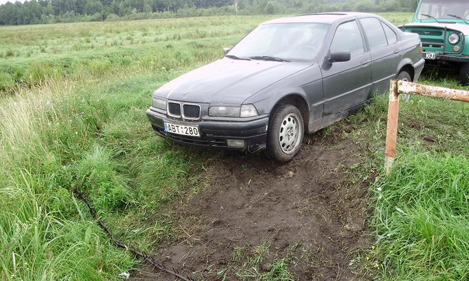 Волинські прикордонники затримали БМВ литовської реєстрації