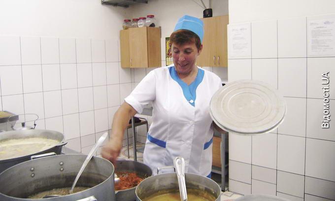 Нелегалів у Журавичах годують краще, ніж хворих у лікарнях