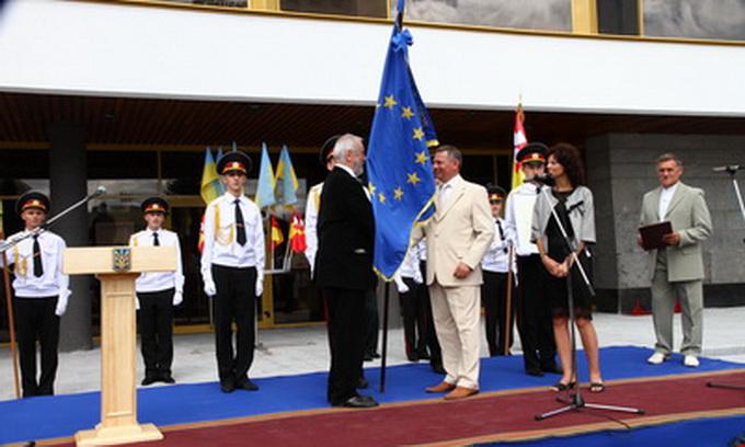 Луцьку вручили Почесний прапор Європи