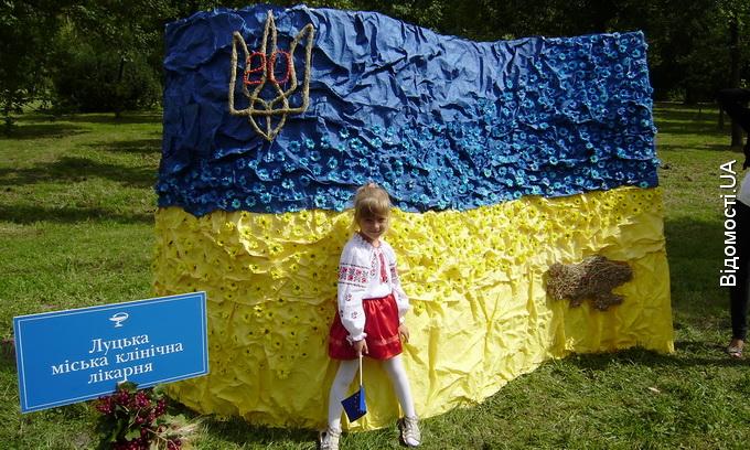 День міста Луцьк відзначив із квітами, козаками і салютом