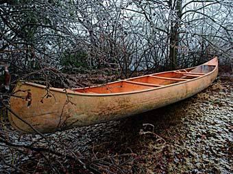 Чоловік вмерз в озеро, катаючись на каное