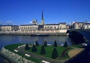 Французький Руан приваблює туристів... дорожніми знаками