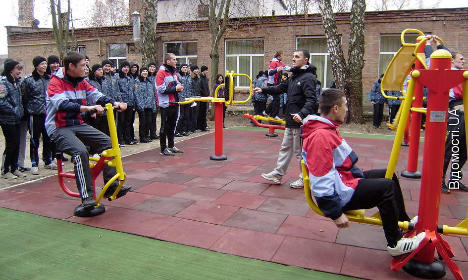 Луцькій школі-інтернату благодійники подарували спортивний майданчик