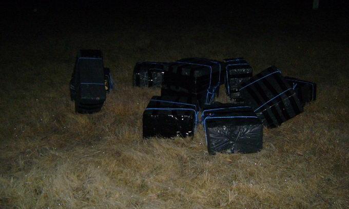 Прикордонники спіймали контрабандистів з 30 ящиками сигарет