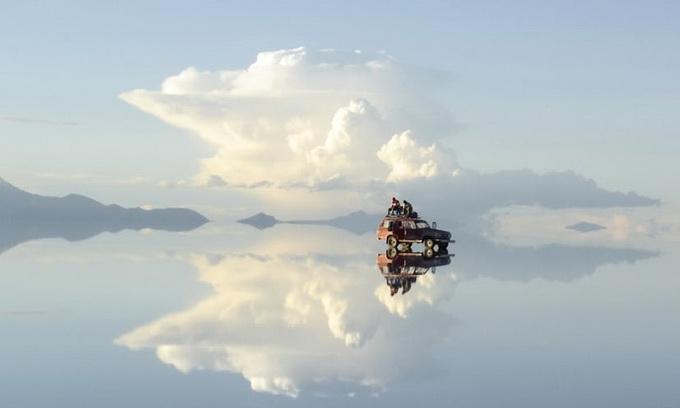 В Болівії існує озеро, яке місцеві називають границею неба та землі