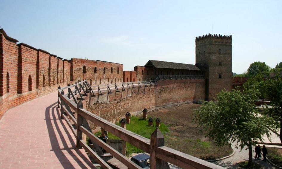 У Луцькому замку цілий тиждень проводитимуть безкоштовні екскурсії