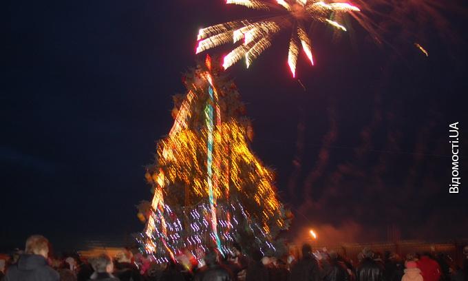 В Боратині засвітили новорічну ялинку
